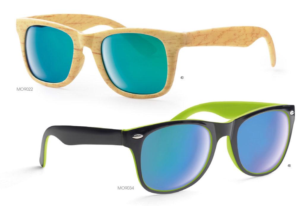 Gadgets per l'estate. Occhiali da sole con montatura in plastica effetto legno